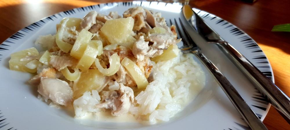 næsten thai kyllingegryte serveret